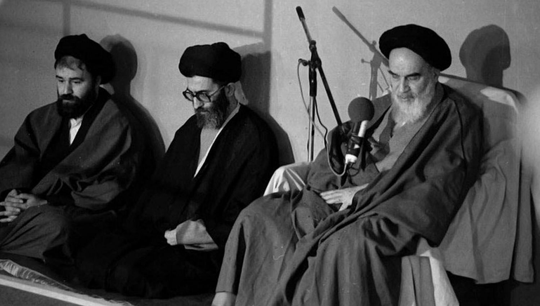 الإمام الراحل للسيد الخامنئي: أنت القائد