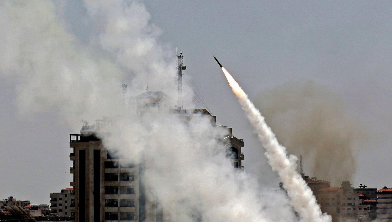 كتائب القسام تقصف بصاروخ عياش 250 ثاني أكبر مطار في كيان الاحتلال
