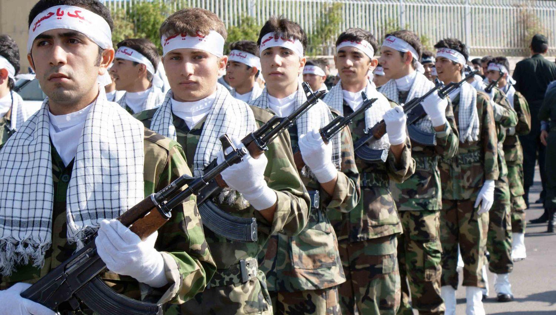 قوات البسيج: الشعب يحرس الثورة الإسلامية