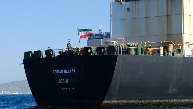 مصدر خاص للخنادق: السفينة النفطية وصلت البحر الاحمر واعتراضها سيفتح المنطقة امام حرب سفن